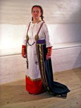 Utmanande vikingatida kvinna. Foto av Annika Larsson